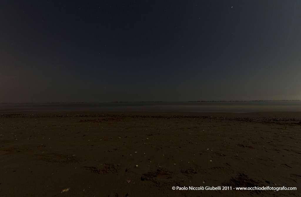 Fotografia di spiaggia di notte