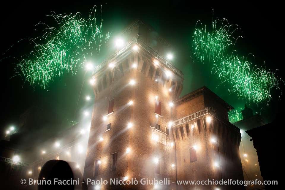 Fuochi d'artificio di capodanno: l'incendio del Castello Estense